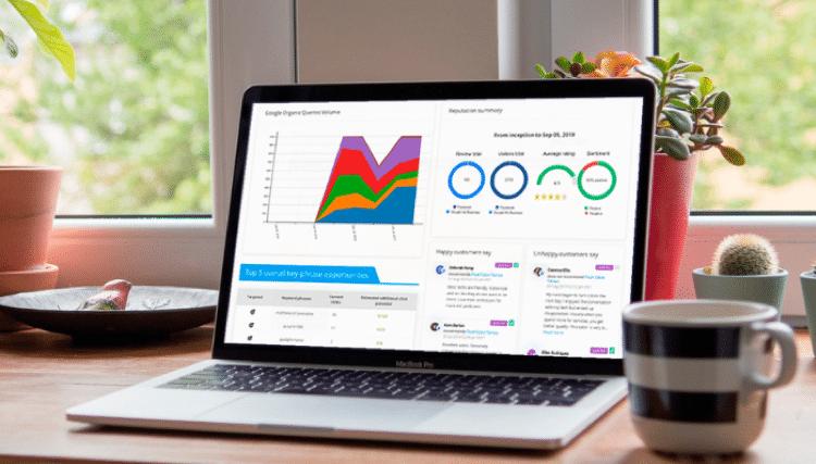 interface hub SEO et e-réputation Searchbooster