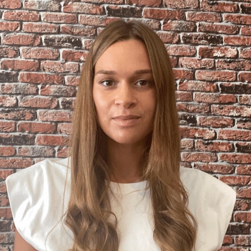 Elsa Cheffe de projet digital Searchbooster
