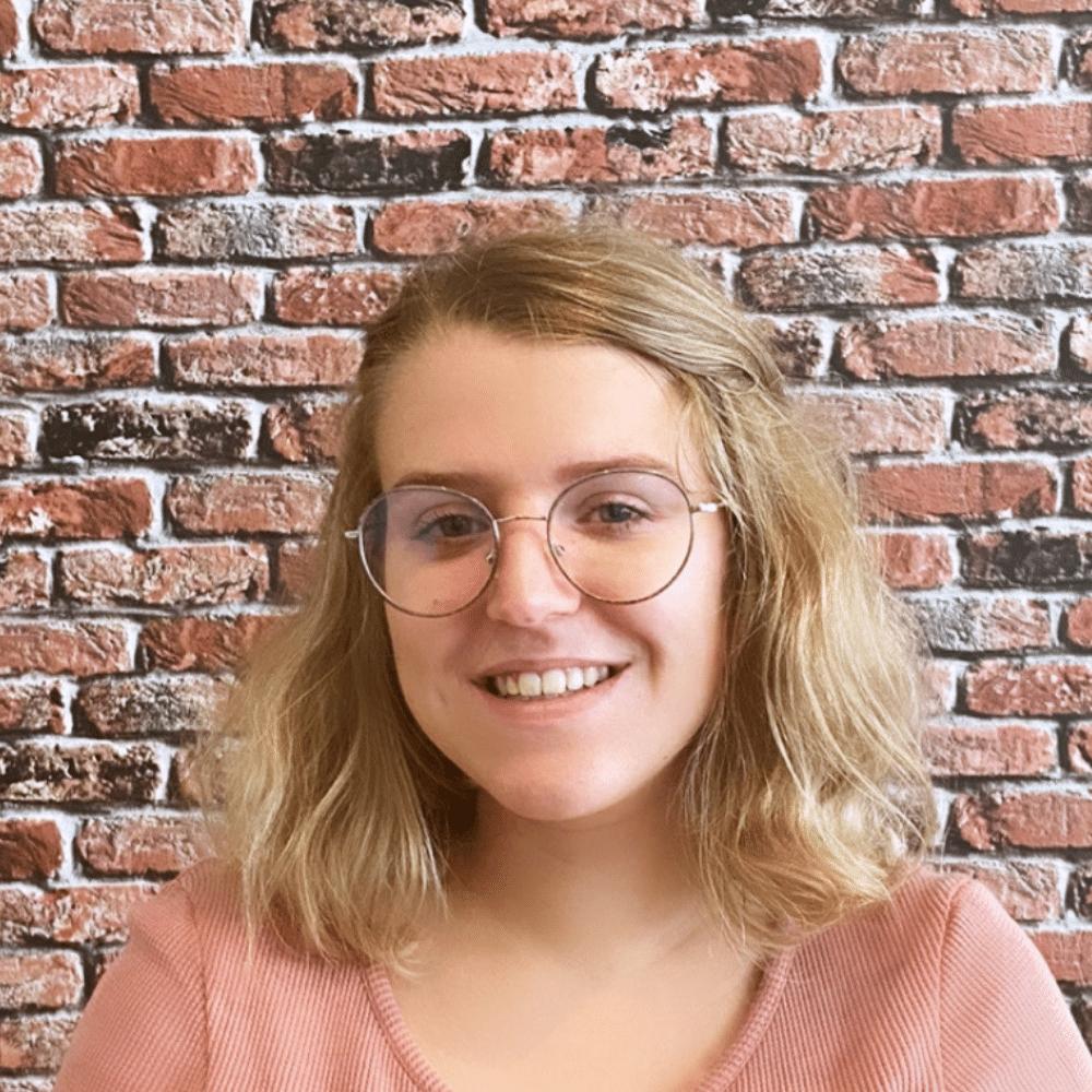 Anne-Lyne Cheffe de projet digital Searchbooster
